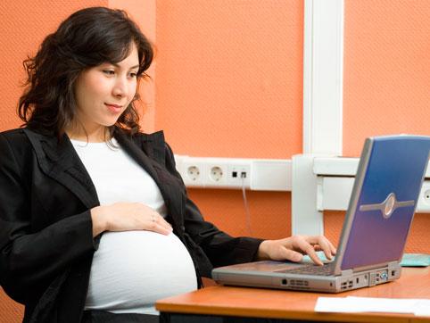 Щодо умов надання і тривалості виплати допомоги по вагітності та пологах